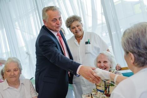 Rudolf Hundstorfer besucht Pensionistenheim