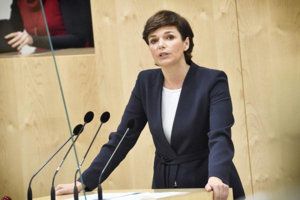 Pamela Rendi-Wagner spricht im Nationalrat
